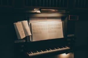 Kann man Klavier mit einem Buch selber lernen? 5 wichtige Tipps